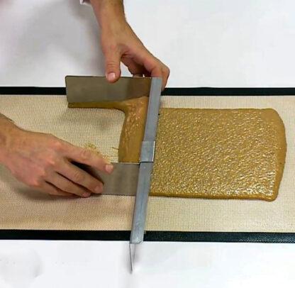 """Кондитерський шпатель для формування тіста з регулюванням розміру """"Kolobok Adjustable dough scraper"""""""